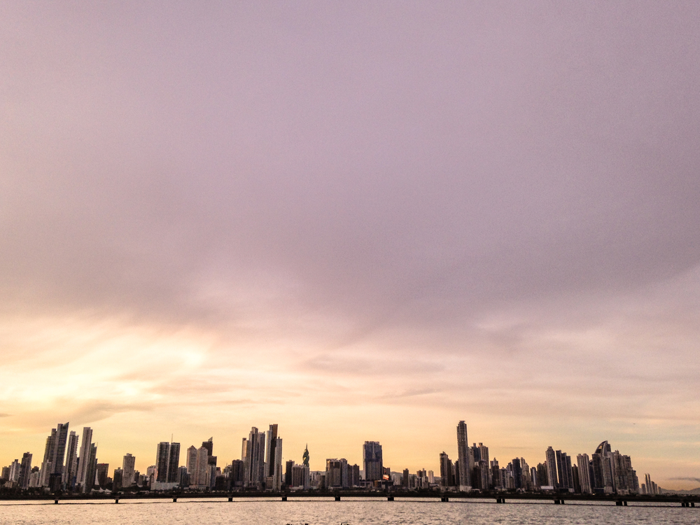 Landscape da Cidade do Panamá: arranha-céus bizarros por toda a orla.
