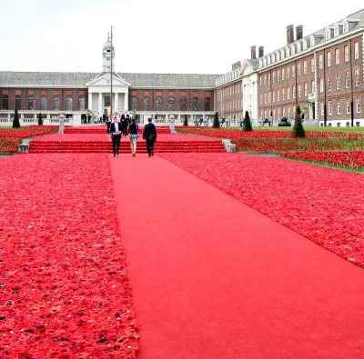 Designer Phillip Johnson designed an installation of over 30,000 individually crocheted poppies for the 2016 Chelsea Flower Show in the UK.