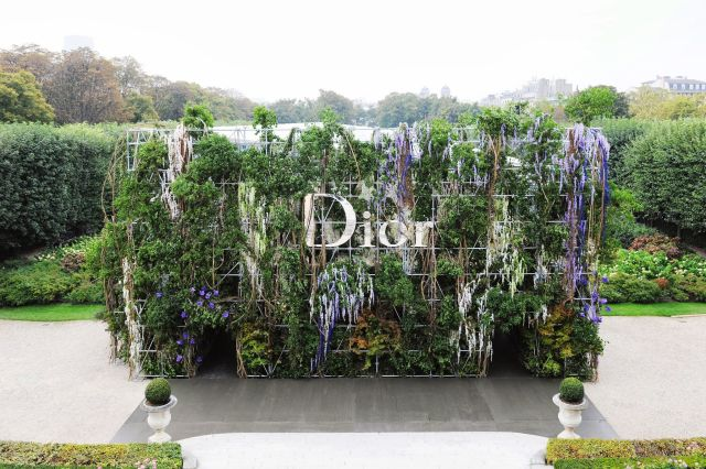 Flower wall Dior event