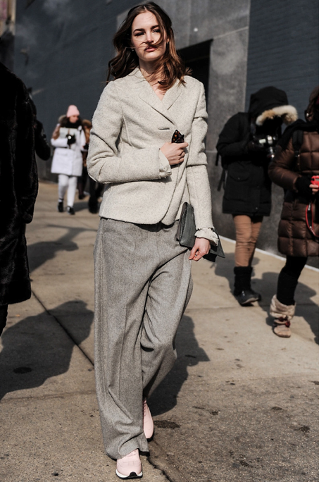 sneakers and pearls, streetstyle, grey wide pants, grey blazer, trending now, la cool et chic.png