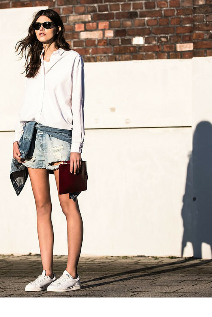 sneakers and pearls, streetstyle, white shirt, denim jacket around the waist, trending now, la cool et chic.png