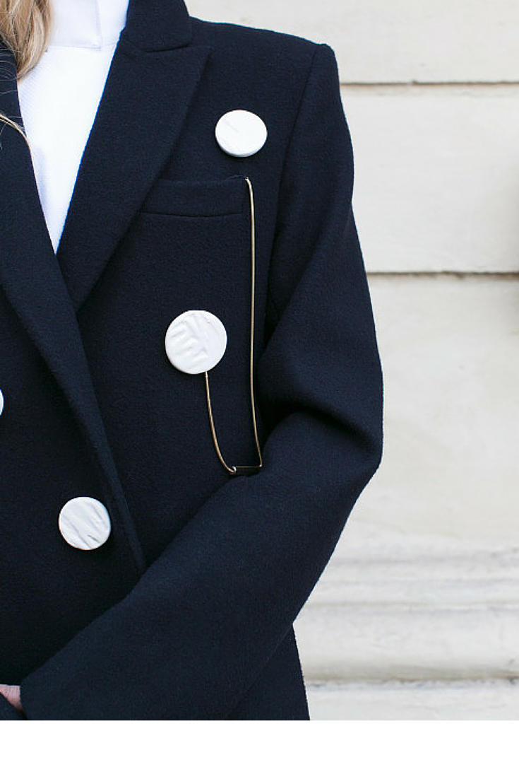 sneakers and pearls, navy coat.large buttons, white crisp shirt, trending now, la cool et chic.png