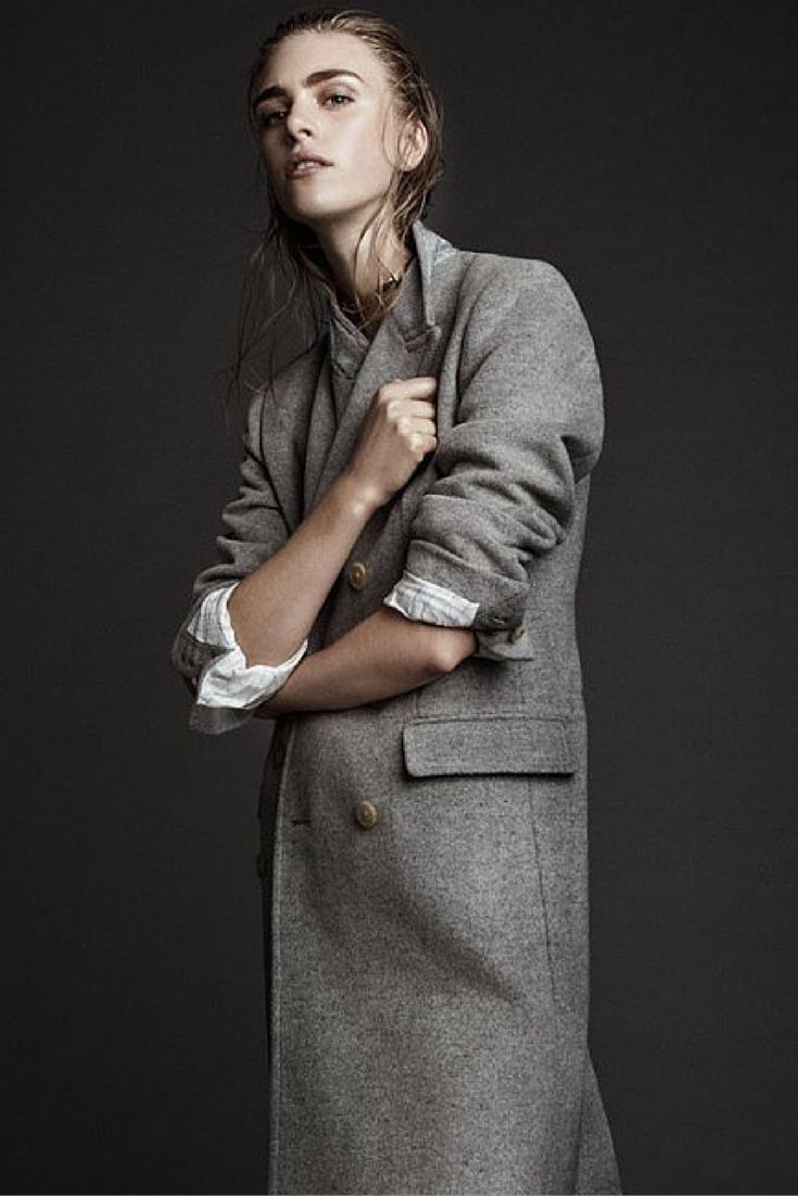 sneakers and pearls, streetstyle, grey masculine coat, trending now, androgyno, in fashion, la cool et chic.png