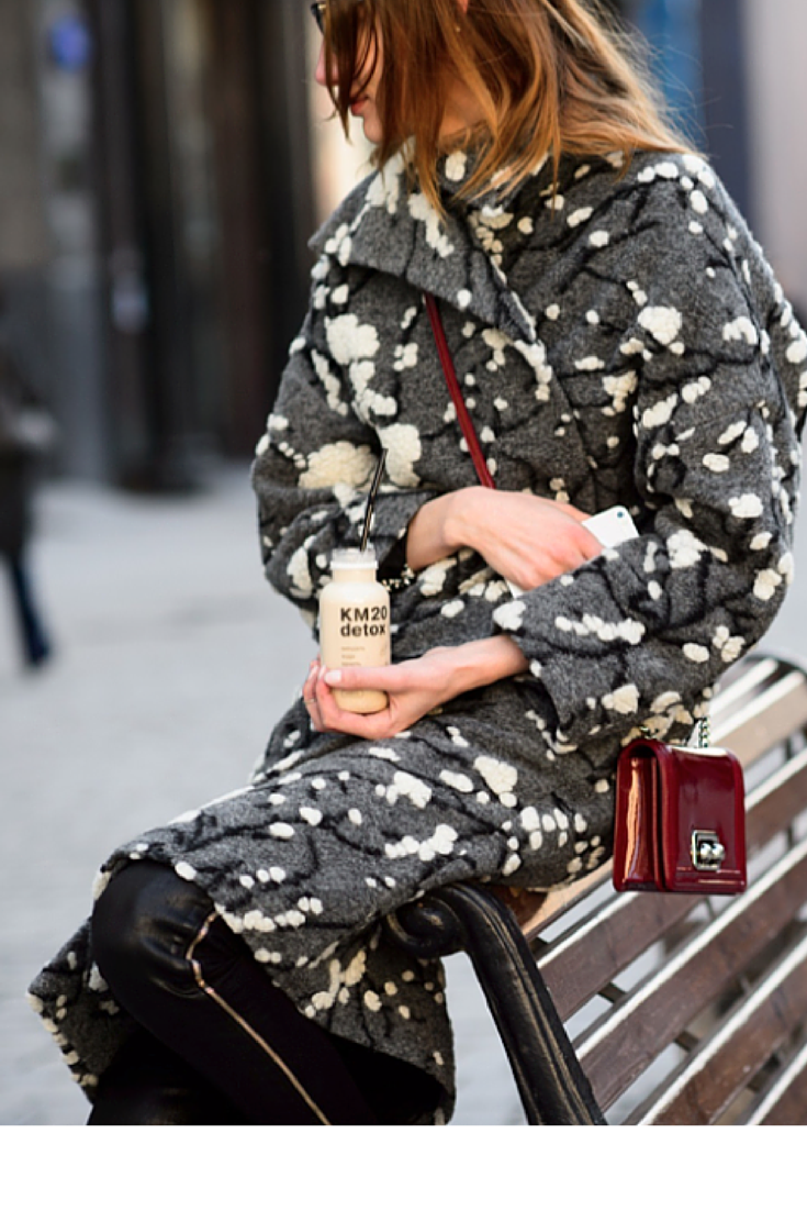 sneakers and pearls, streetstyle, in fashion, printed coat, trending now, la cool et chic.png
