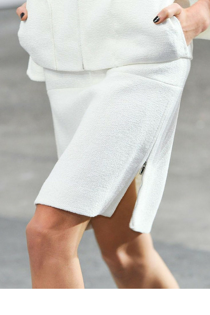 sneakers and pearls, dear to wear a total white look in Winter, it's a winner, trending now,lovely--delight.png