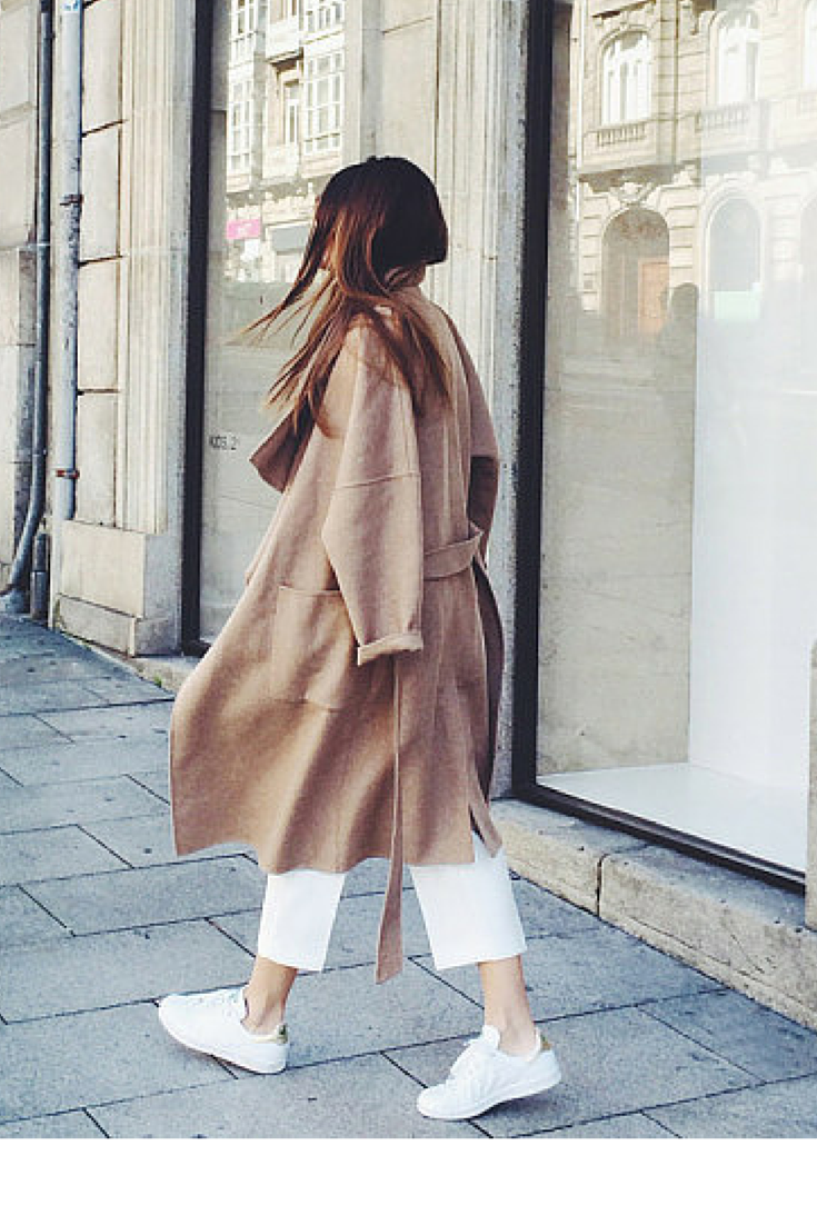 sneakers and pearls, streetstyle, white cropped pants, camel coat, trending now, la cool et chic.png