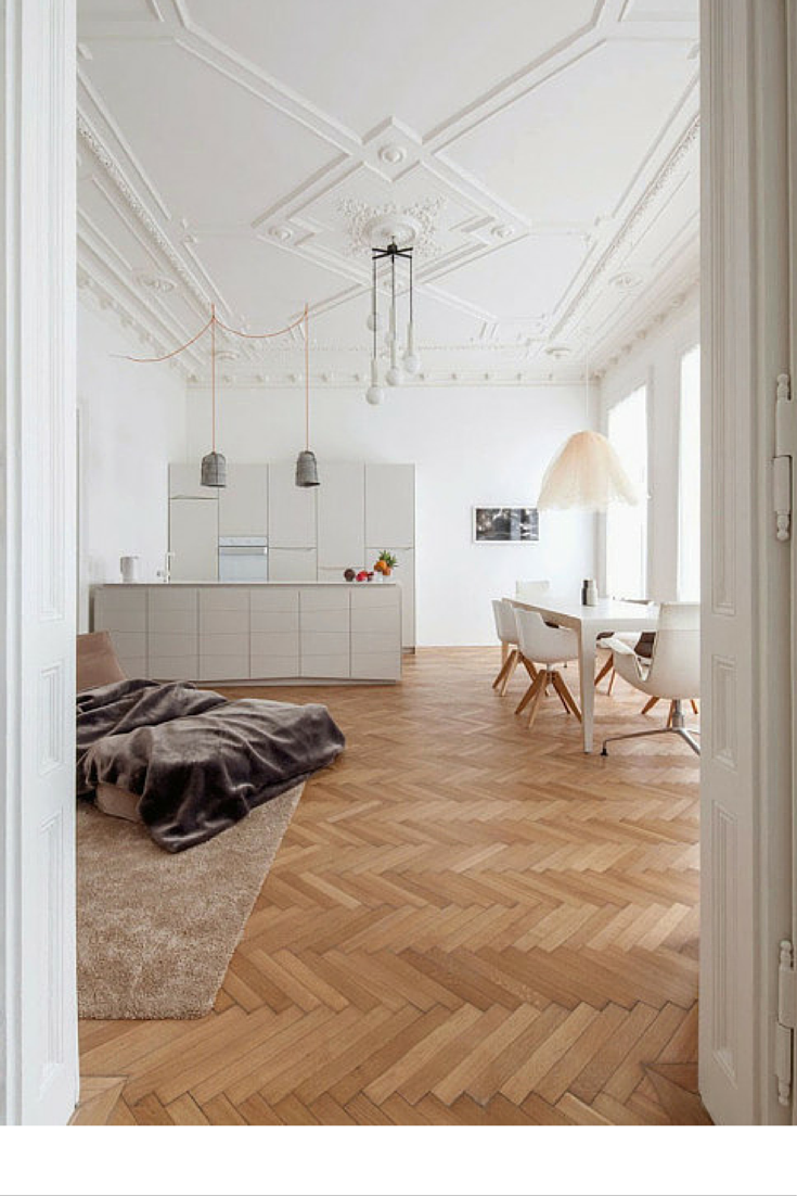 sneakers and pearls, open spaces, wooden floor boards, trending now, la cool et chic.png