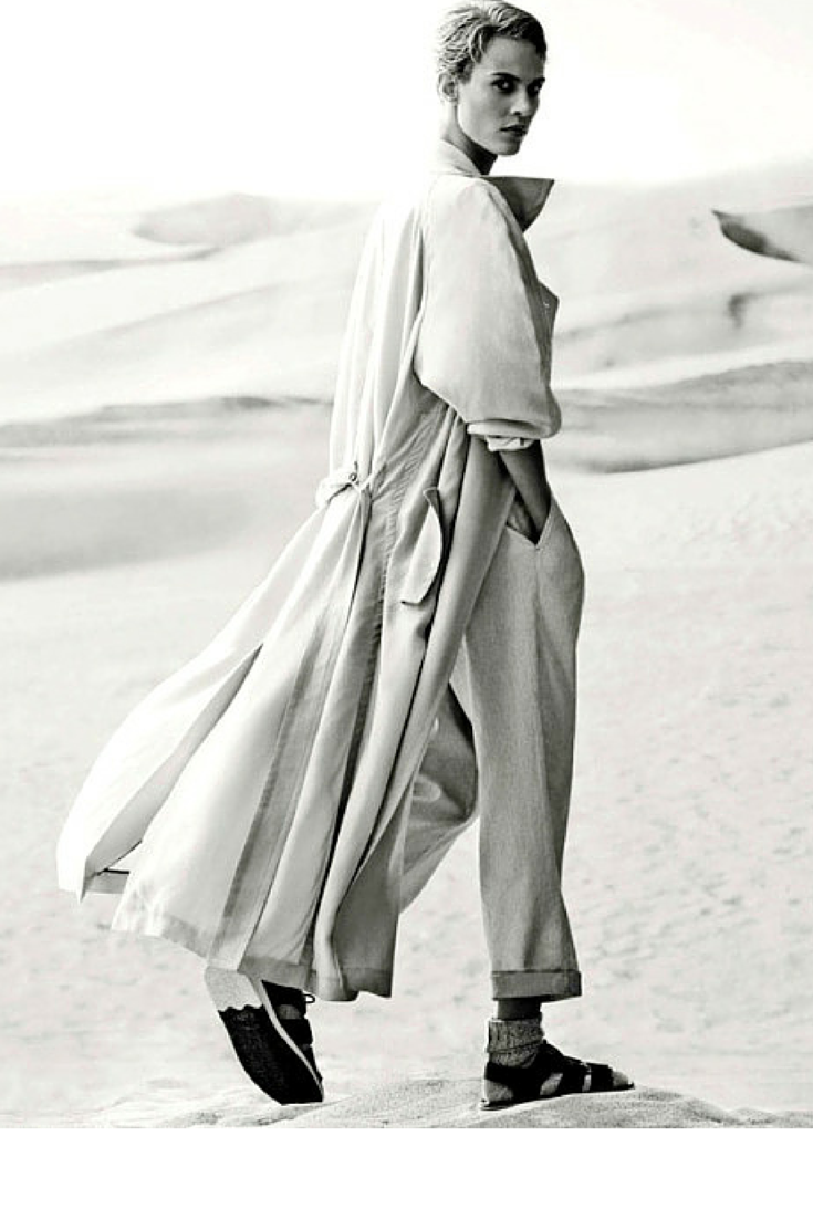 sneakers and pearls, long soft trench, socks and sandals, trending now, la cool et chic.png