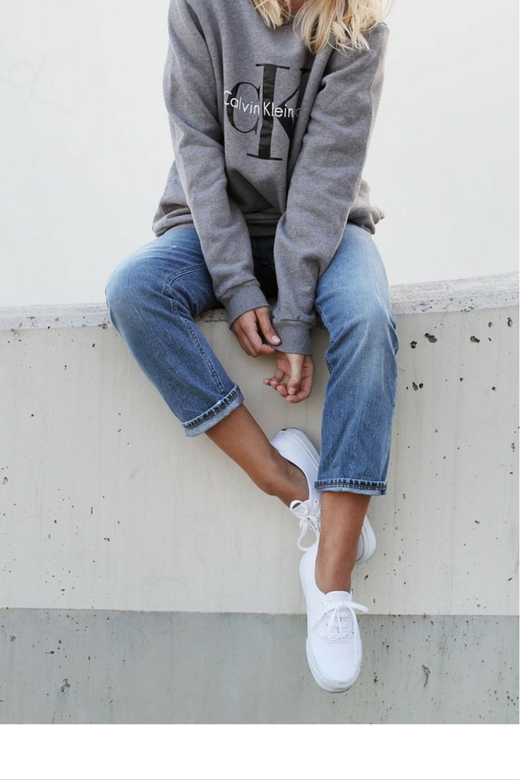 sneakers and pearls, street style, casual chic with jeans, sweatshirt and white sneakers , trending now.png