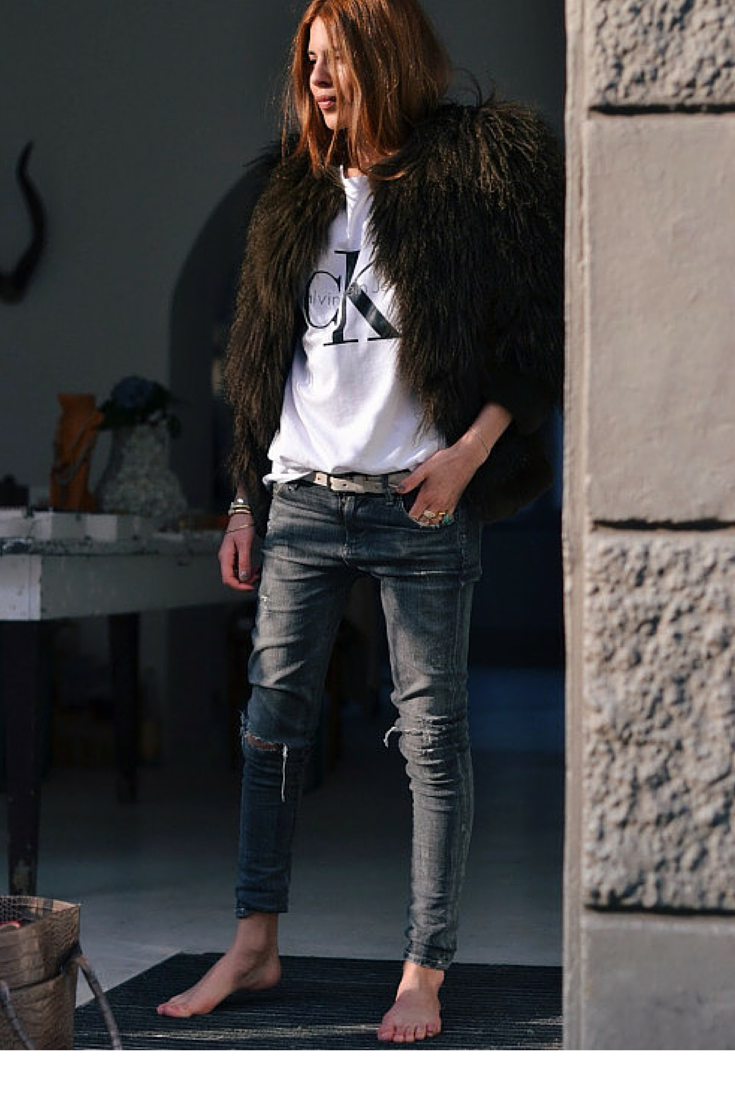 sneakers and pearls, perfect fit jeans, black fur jacket, trending now, la cool et chic.png