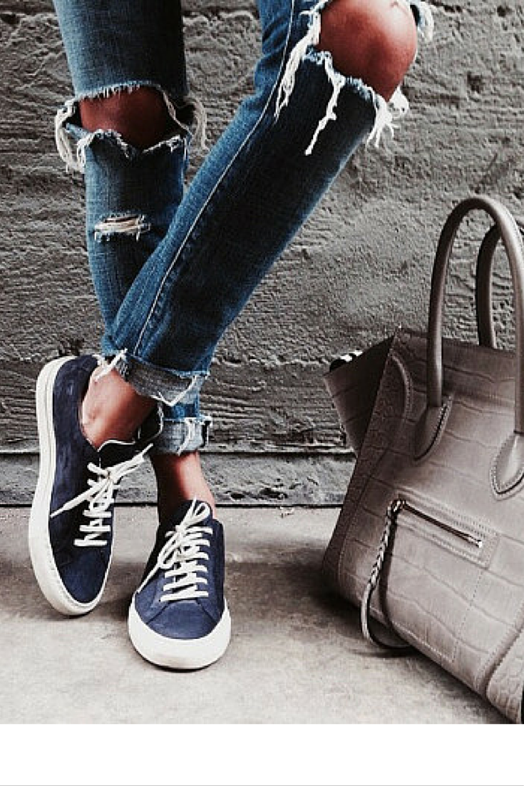 sneakers and pearls, street style, match ripped jeans with sneakers and an elegant bag to lift the outfit, mix comfort with elegance, always trending, glamorgorgeous.png