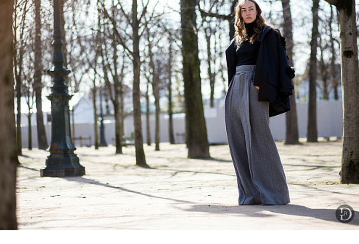 sneakers and pearls, grey wide pants, trending now, la cool et chic.png