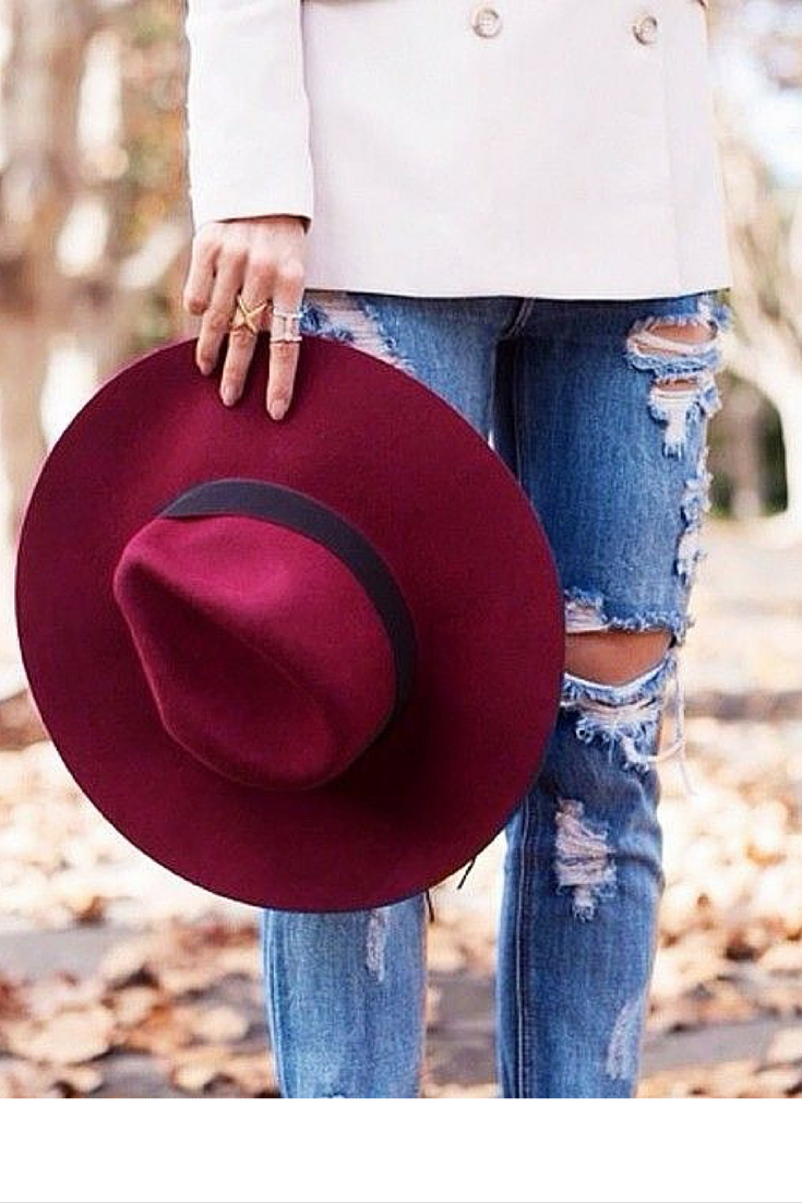 sneakers and pearls, street style, ripped jeans with a double breasted blazer and a felt hat for a relaxed elegant look, trending now,misszeit.png