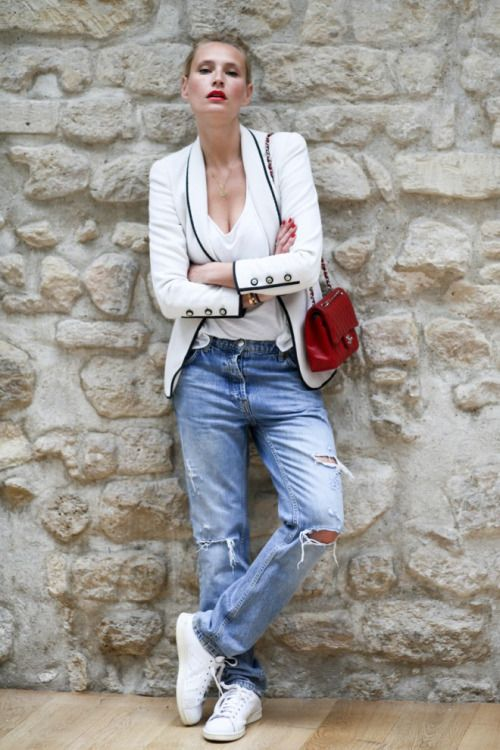 sneakers and pearls, white blazer, street style, red Chanel handbag, boyfriend ripped jeans, white sneakers, trending now.jpg