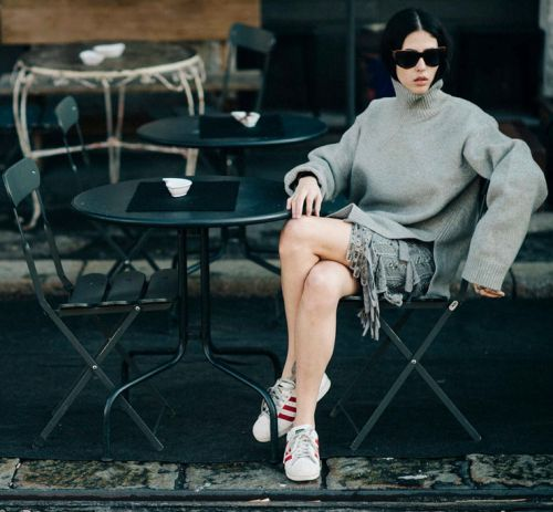 sneakers and pearls, street style, total grey look, grey oversized knit, white Adidas sneakers, trending now.jpg