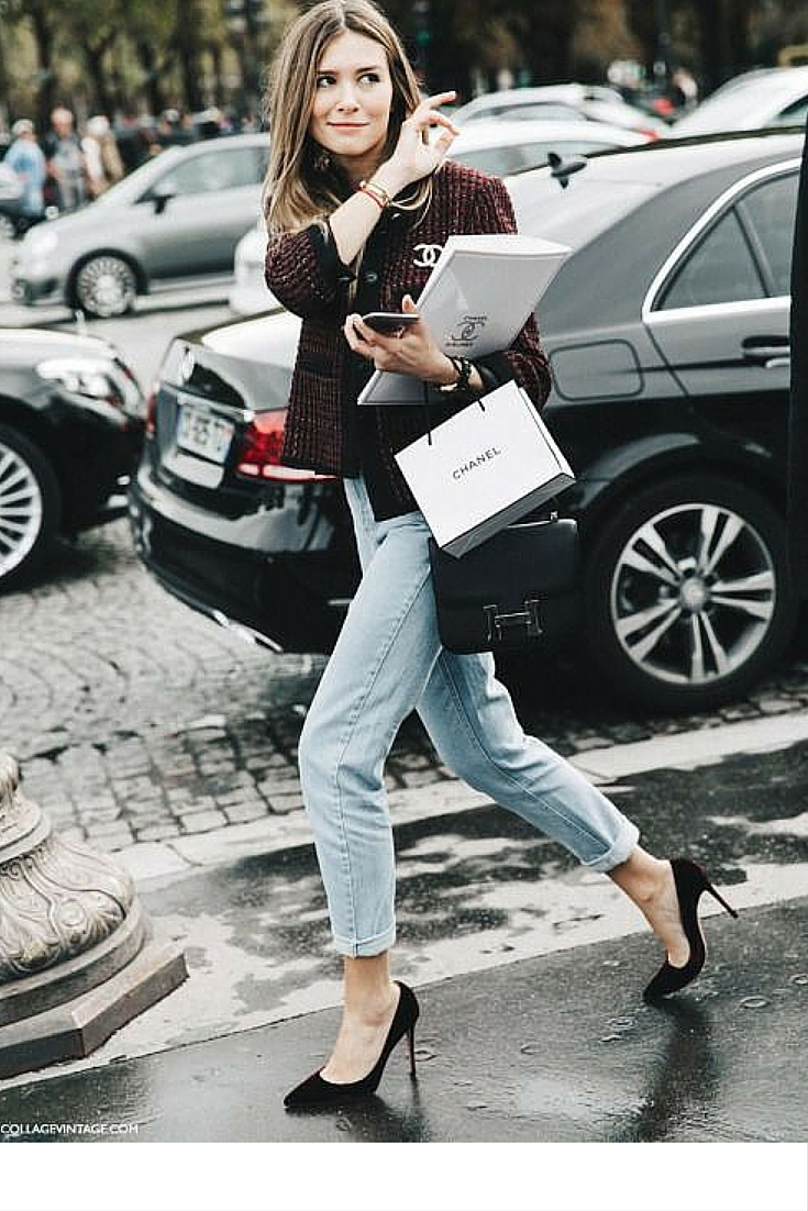 sneakers and pearls, street style, team uo your jeans with balck pupms and a smart blazer for a smart casual look, trending now.jpg