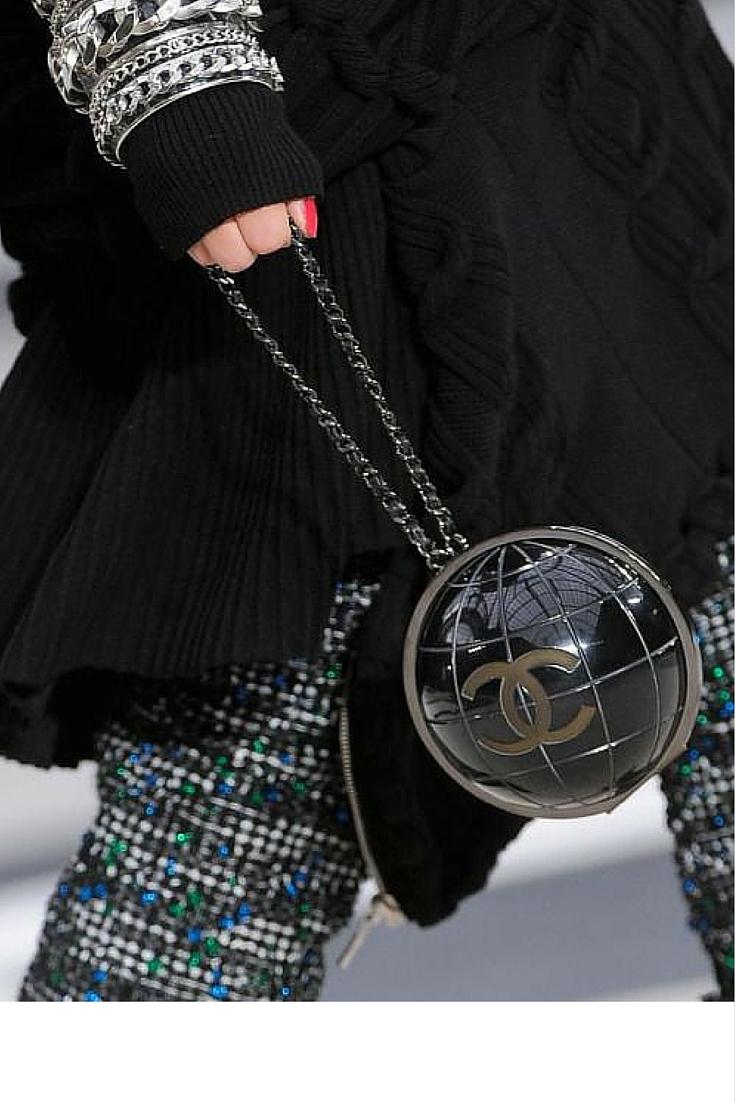sneakers and pearls, street style, total black look, chanel bag.jpg