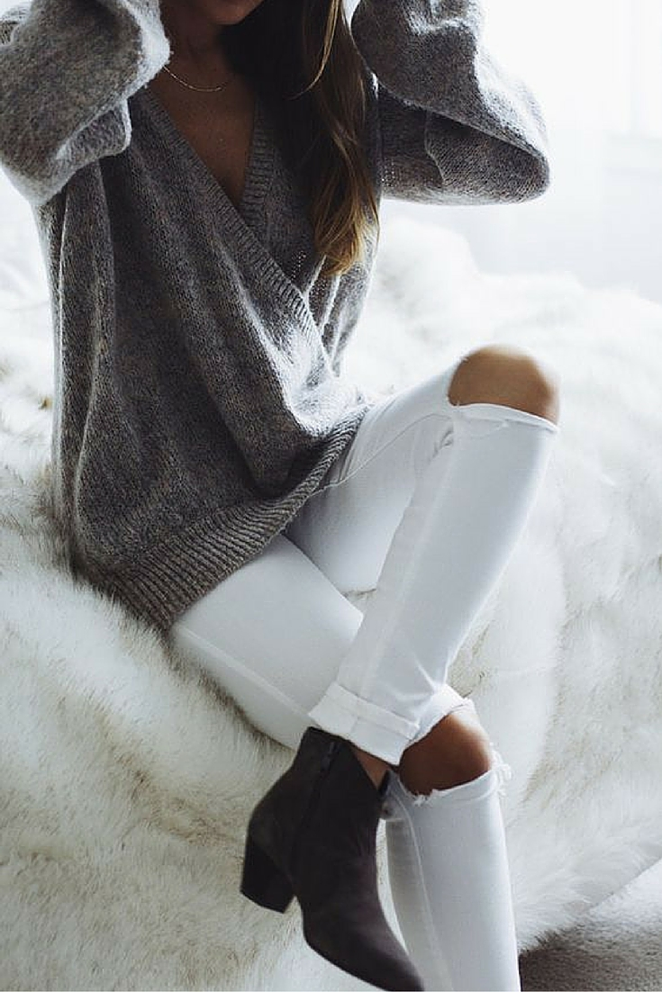 sneakers and pearls, fhow to wear white knee cut jeans in winter, trending now.jpg