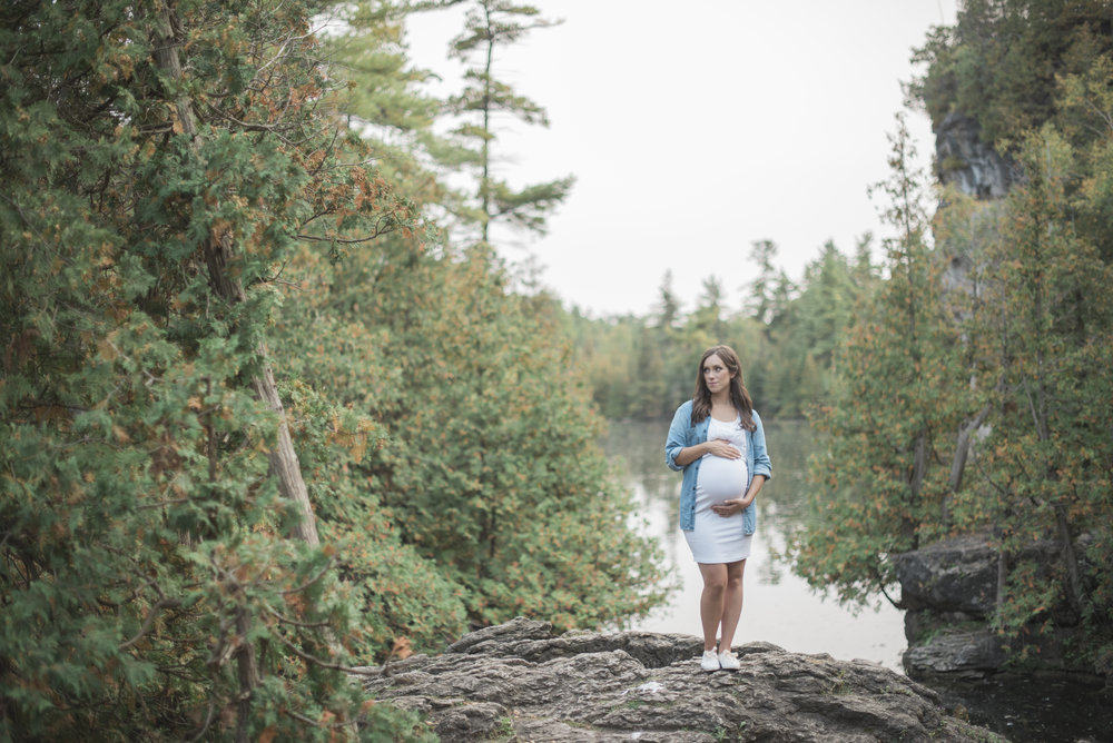 outdoors maternity session