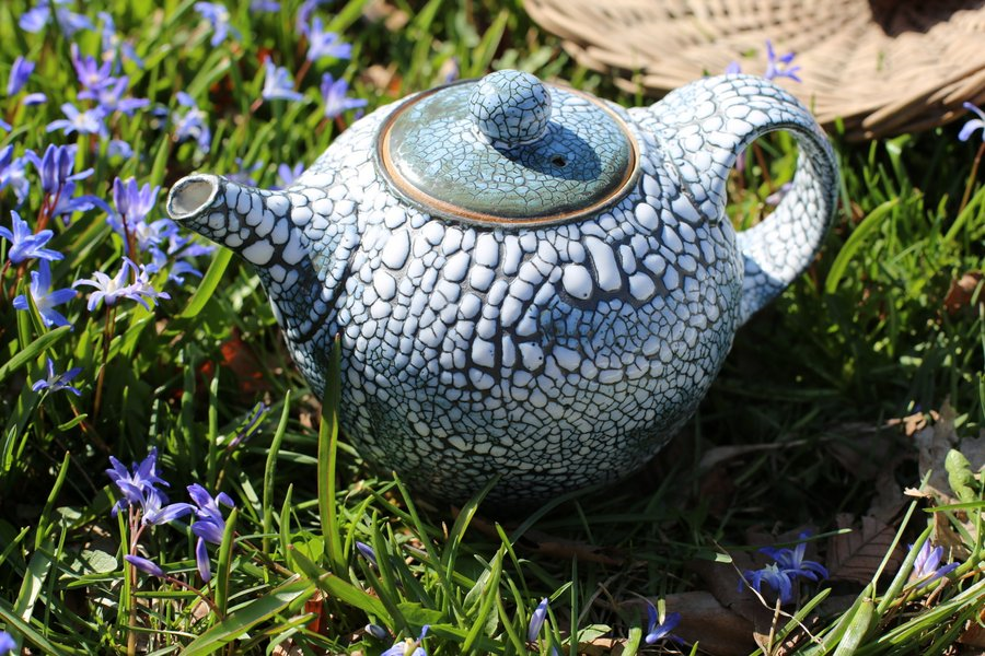 Crackle Teapot  in spring flowers