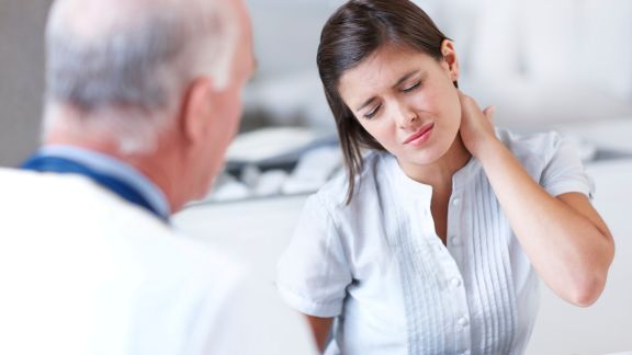 doctor-consultation-painful-neck.jpeg