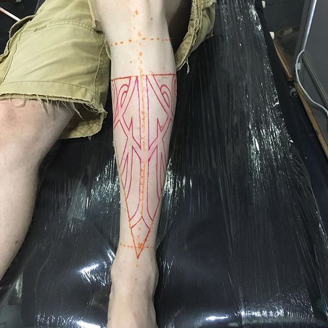 The beginning process to a custom Polynesian design  #lifeartcreations  #losangelestattooartist  #custom  #art #leg #tattoo  #polynesian