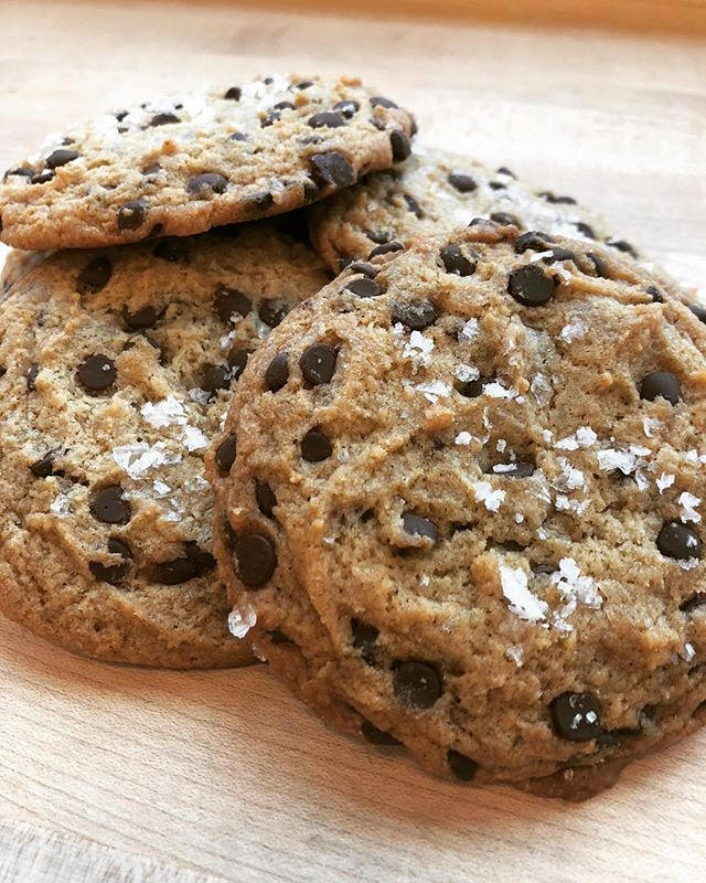 Our 🍪 life changing 🥛#chocolatechipcookies by local 💙#friends 👩🏼‍🍳 @vagabandkitchen are 🤤 #drool worthy and 💕 they are #vegan 🍂 try these and more @_domicile 🏝 #swelldwelling