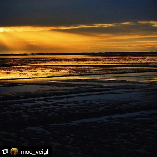 #Repost @moe_veigl ・・・ Stunning sunset from yesterday! 😳😳😁😁 #sunset #goodlife #instagood #sylt #ilwsylt #water #sky