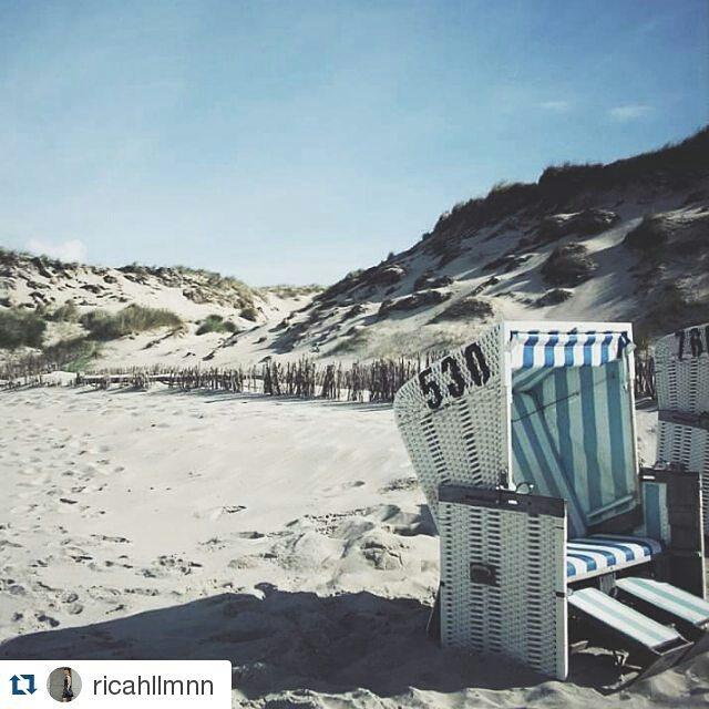#Repost @ricahllmnn ・・・ Sylt 2009 🌊 #sylt #germany #island #wanderlust #seaside #bluesky #beach #stripes #nature #germanroamers #ilwsylt #view #vscofilm #vscocamgram #letsgosomewhere #gotravel #goexplore #naturelovers #beachchair #northsea #ocean #skyporn #photographylovers #schooltrip #roadtrip #ifellinlovewiththeseaside #photographie #nordicinspiration #grass