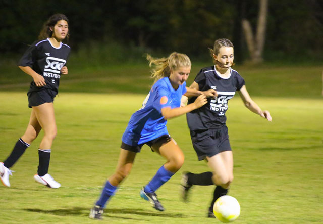 Wildcat Melissa Bradshaw mixes it up with the Bangalow girls