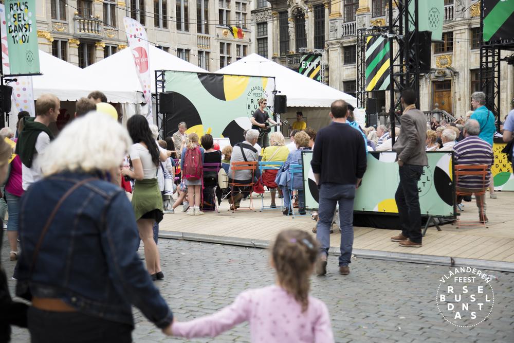 88-Brussel Danst 2016 Logo - Lies Engelen.jpg