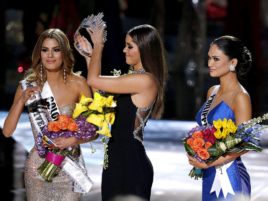 "Miss Philippines' face is priceless:  ""Really Steve Harvey?!"""