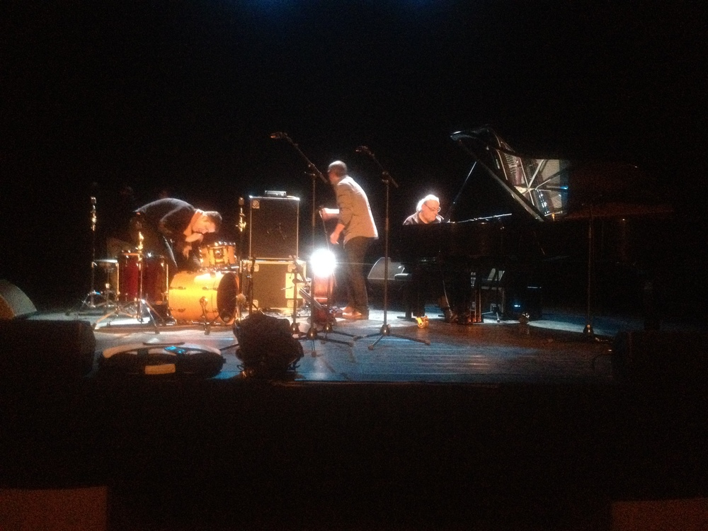 ETE-TRIO-Théâtre-Dole-Location-Backline-Music-Boutic-Location-photo1.jpg