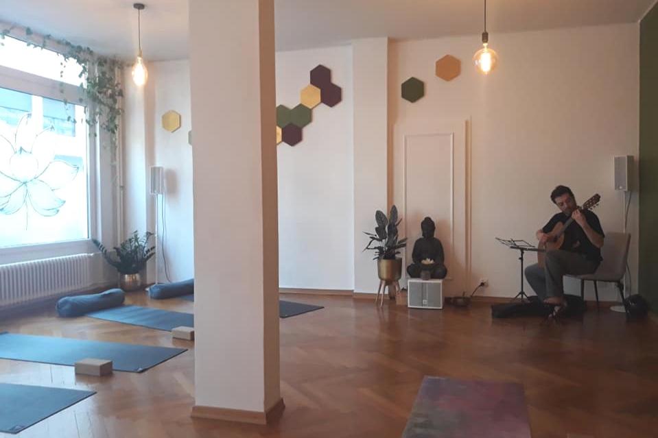 Morning+flow-yoga+vinyasa+geneva.jpg