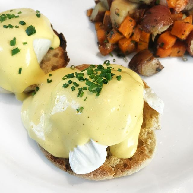 Just slightly obsessed with eggs benedict... 😋 #brunch #themaidstone #maidstone #thelivingroom #hamptons #thehamptons #easthampton #eggsbenedict