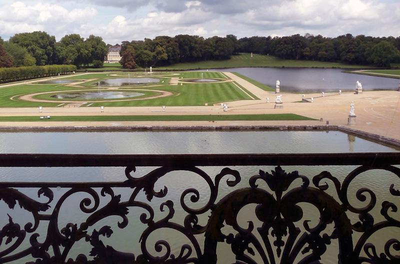 Chantilly Garden 1 800.jpg