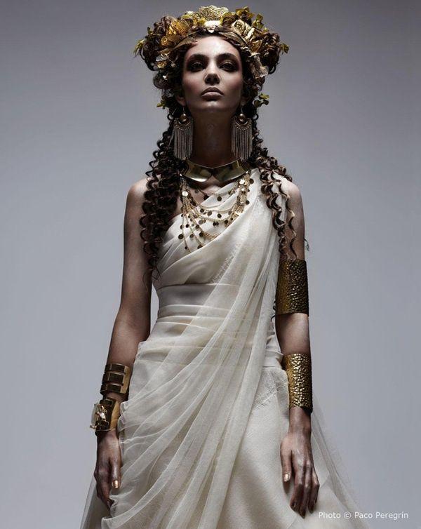 67c7a7481a948a779cd3e6d223609b9c--grecian-dress-ancient-greece.jpg