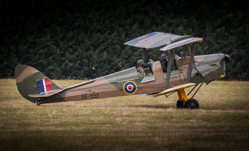 de Havilland Tiger Moths took to the Berkshire skies in a display of precision in high winds!