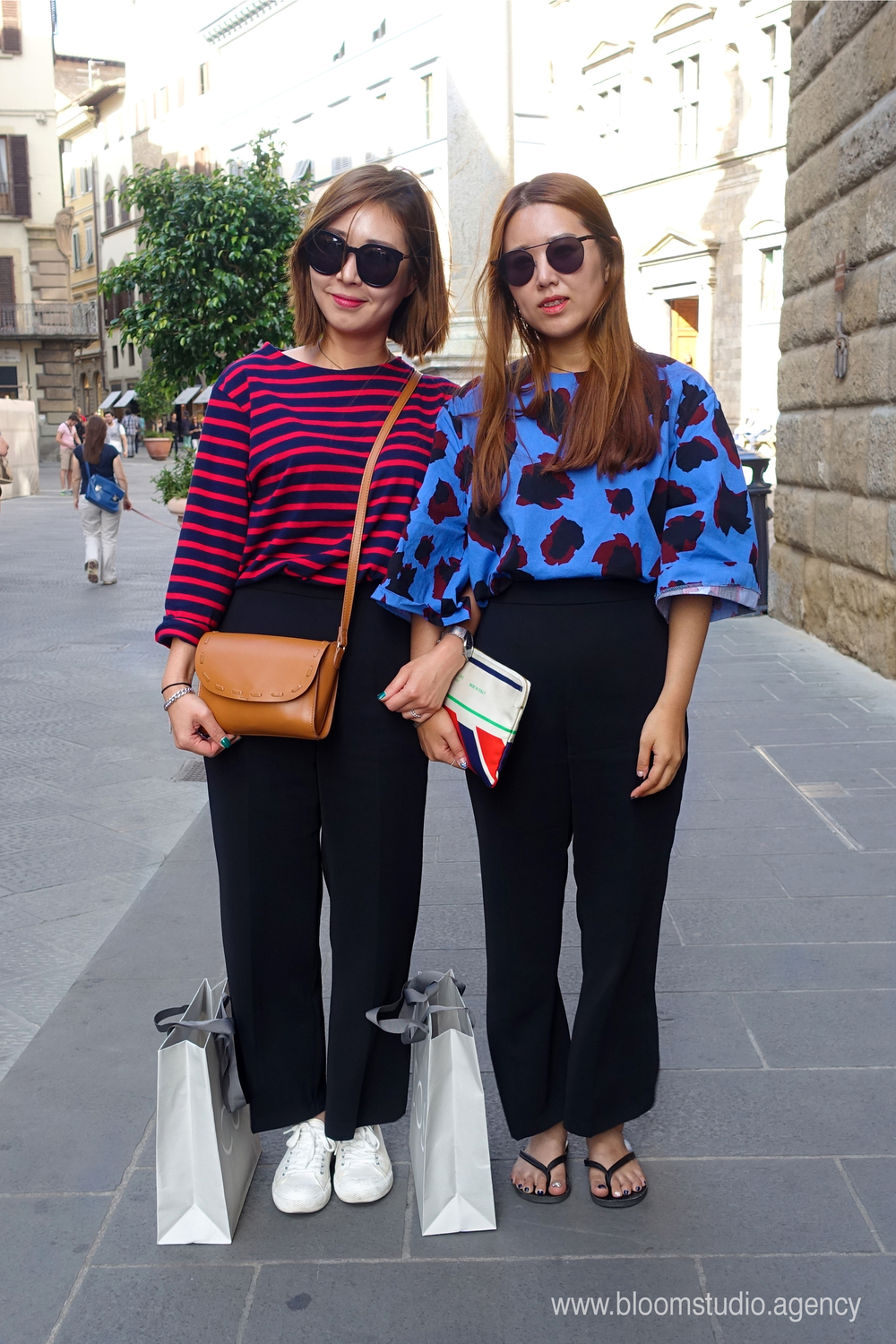 Korean girls like contrasting colors.