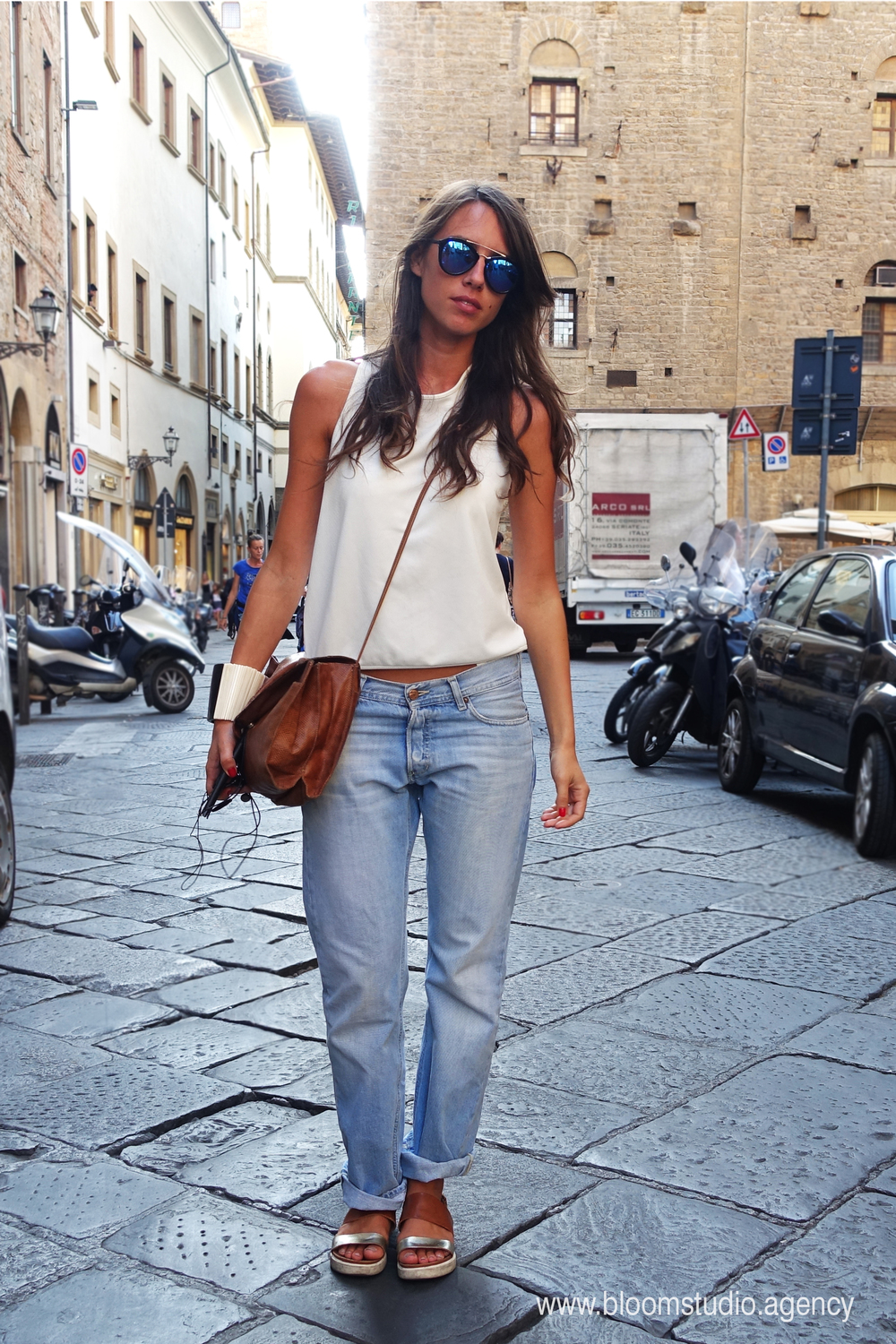Paola from Florence chooses the comfort of boyfriend jeans.
