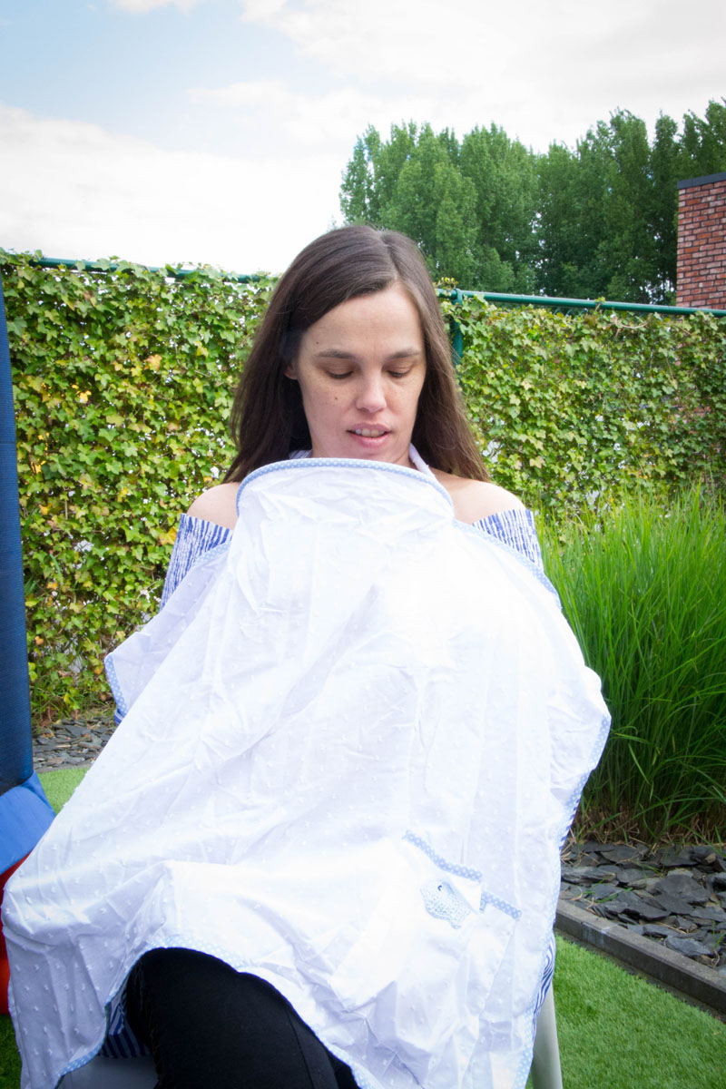 BREASTFEEDING COVER - Public Breastfeeding made simple and private