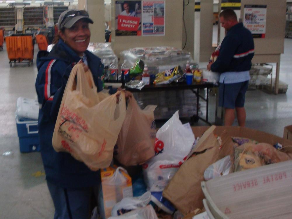 food-drive-2010-015_17359942892_o.jpg