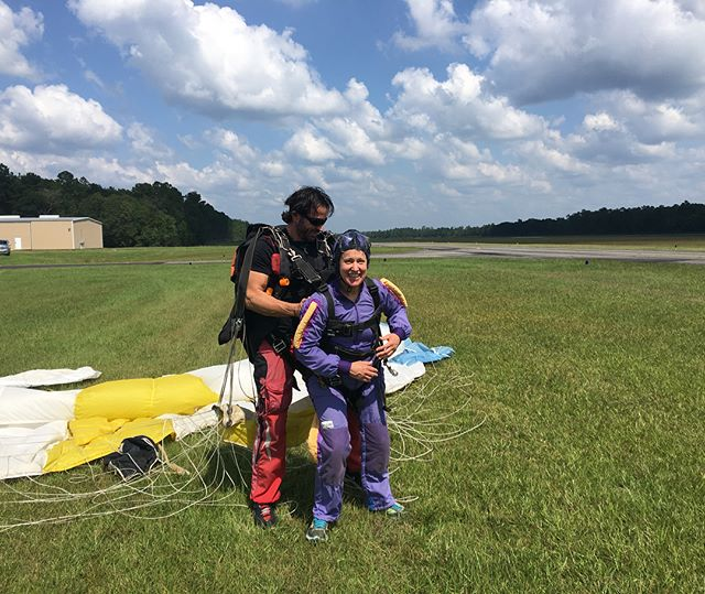 Happy Birthday to my momdre! One year ago today we each jumped out of a plane for the first time. Wish we could be doing it again today! . . . . . . . . . . . #imacoolmom #coolmom #skydiving #throwback #birthday #momsbday #birthdayflashback