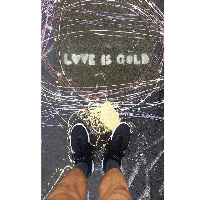 Nothing gold can stay, like love and lemonade, or sun on summer days ; it's all a game to me , anyways . . . . . . . . . . . #streetart #loveisgold #lanadelrey #lyrics #musictowatchboysto #queer #gay #instagay #williamsburgbridge