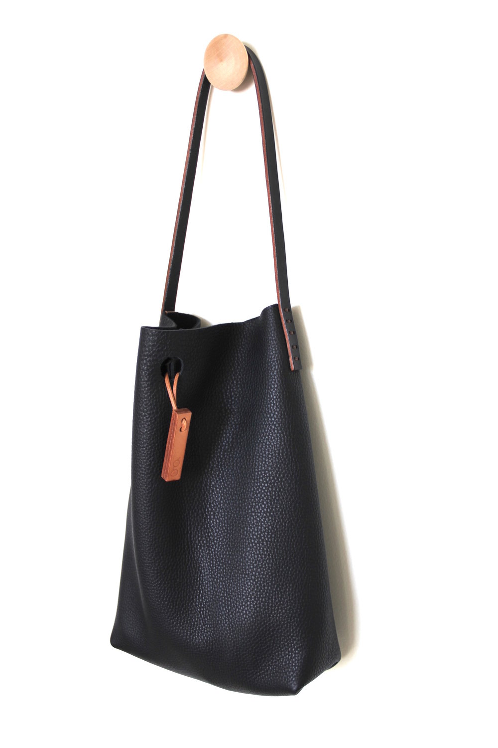 mini.malist leather tote bag in 'caviar'