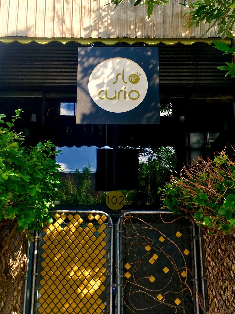 entering slo curio