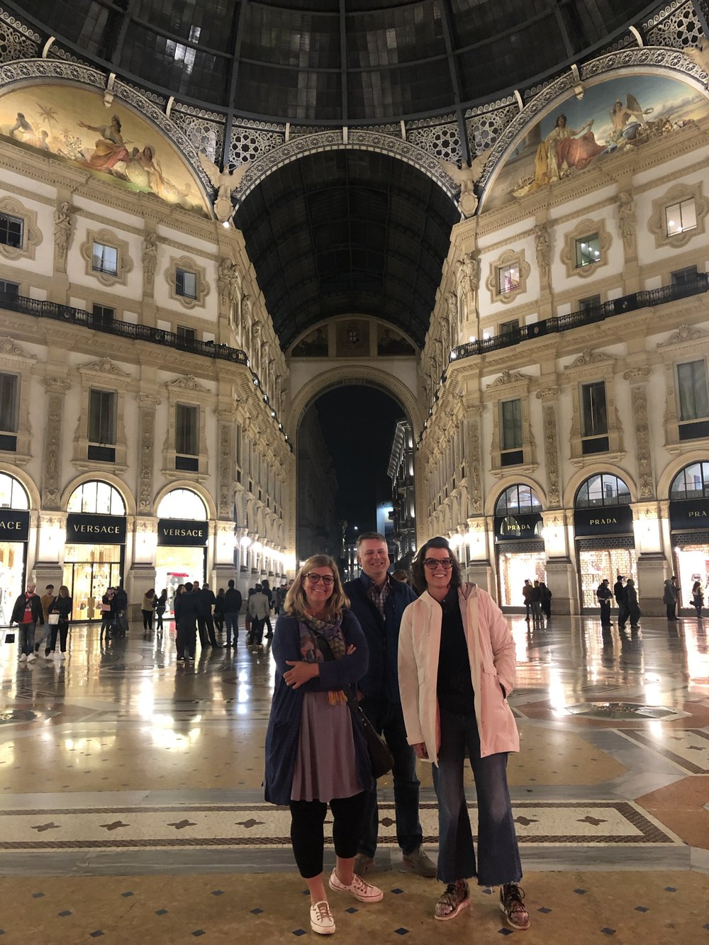 Lisa and Dave Matthews with Isabel at the Galleria in Milan