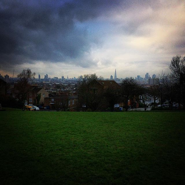 Flat hunting at its best 😍🏙 #telegraphhill #park #london #uk #winter #sky #skyline #view #city