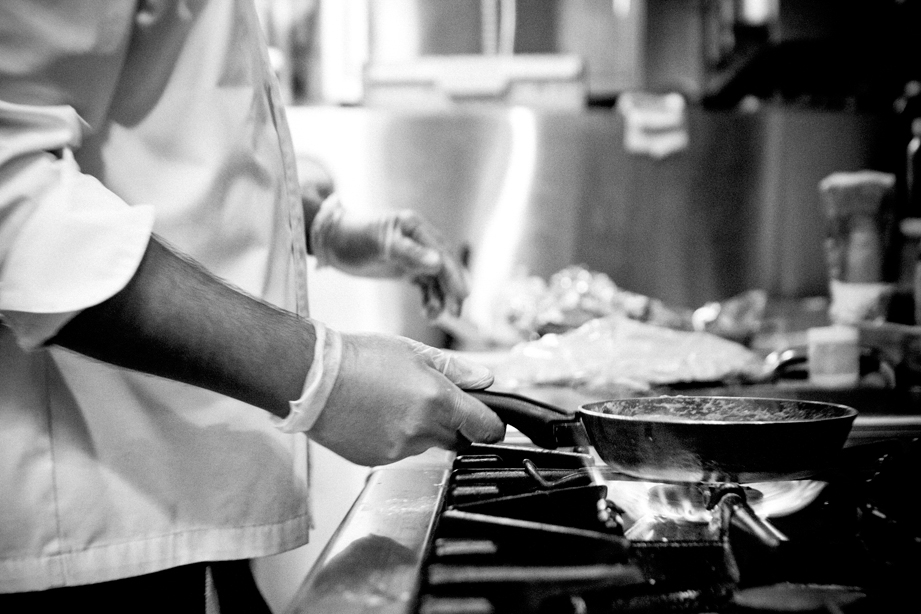 black_and_white_chef_hands_in_kitchen_restaurant_food_photography_dubai_weshootfood.jpg