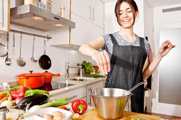 pure-food-porque-voce-deve-substituir-o-oleo-de-cozinha-por-banha-otima-para-cozinhar.jpg
